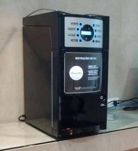 Máquina de café com moedor de grãos: Café moído na hora e explosão de sabor